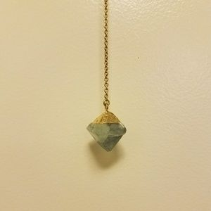 Long necklace with stone